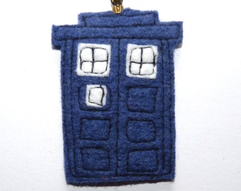Small Felt Tardis Brooch