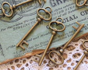 50 pcs Antique Brass Double sided skeleton Key Charm Steampunk Supplies Wedding Key wholesale lot bulk