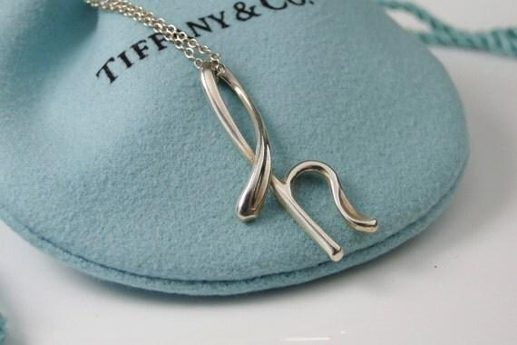 Tiffany co elsa peretti letter h alphabet pendant necklace for Elsa peretti letter pendant review