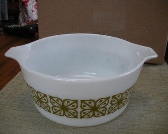 Pyrex Square Flower Verde 2 1/2 Quart Bowl Mint Condition