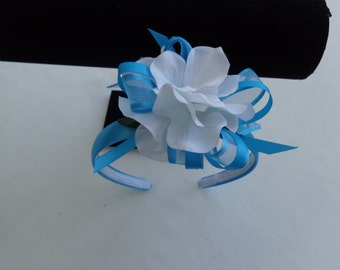 Head band in Malibu blue and white