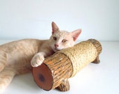 Cat Scratching Log - Horizontal scratching post