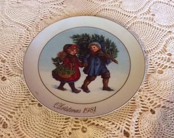 "1981 Collectible Avon Christmas Plate Christmas Memories ""Sharing the Christmas Spirit"".    9"" plate diameter"