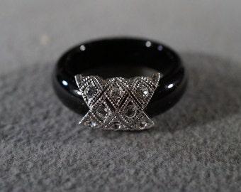 Vintage Sterling Silver Multi Round White Topaz Medallion Jet Black Lucite Eternity Wedding Band Ring, Size 8.5