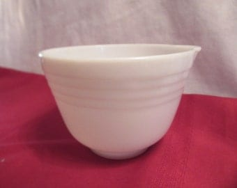 PYREX HAMILTON BEACH Mixing Bowl with spout