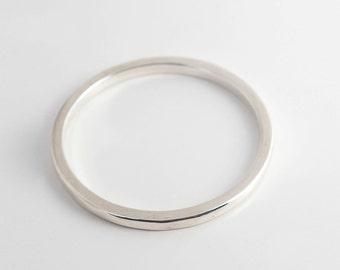 Clean shape silver bracelet