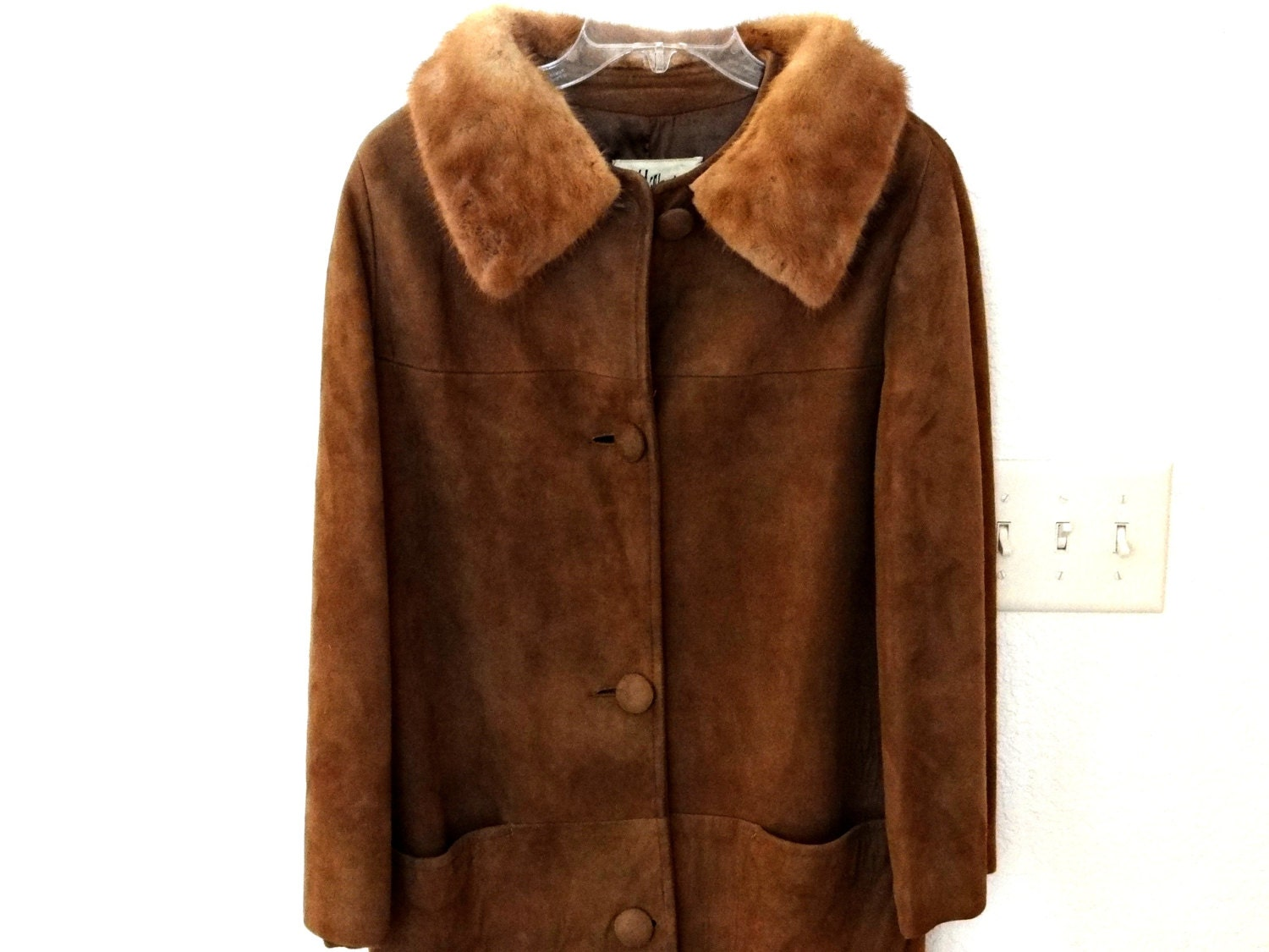 Vintage Brown Suede Faux Fur Jacket. Amazing vintage suede coat with faux fur lining. Can be zipped shut. Vintage coat in great condition. This is a ladies size 12 shown on a size 10, 5ftPrice: £