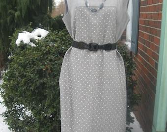 FREE SHIPPING on this Vintage 1960s Gray Polka Dot Linen Sleeveless Shift Dress (Large/XL)