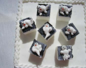 28 Pcs Decorated Sugar Cubes Ghost Collection     Simply Darling