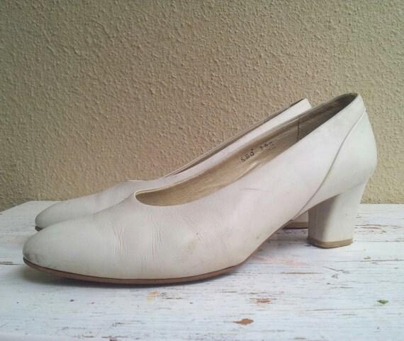 White Vintage Shoes Low Heel 90s Shoes White Pumps Bridal