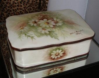 Vintage 80s HANDPAINTED Soft Paste Porcelain Treasure Box