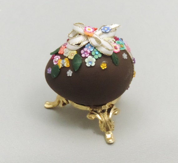 Decorated Easter Eggs: Decorated Chocolate Easter Egg With Spring Flowers Chocolate