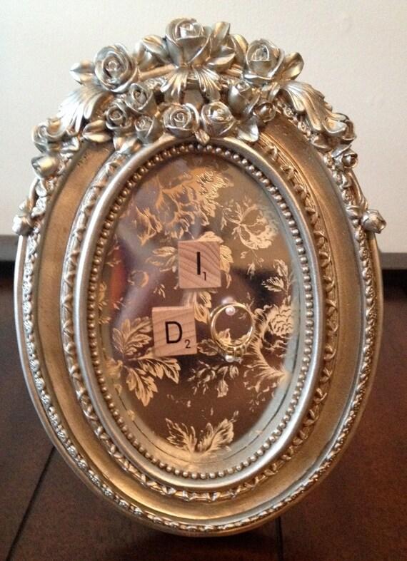 Romantic Gold Vintage Style Frame Ring Holder