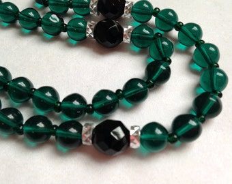 Lovely Vintage Green Glass Bead Necklace -  27inches Single Strand- Glass Necklace-Beaded Necklace-70's Necklace-Vintage-Retro