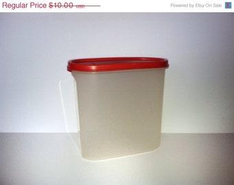 7.25 Quart Oval Tupperware Container 1.7 Liters