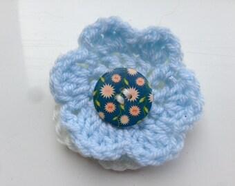 Blue Flower Brooch, Blue Wool Brooch, White Yarn Brooch, White Wool Brooch, Blue and White Pin, Flower Pin, Flower Brooch, Yarn Flowers