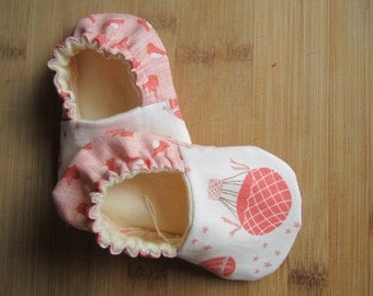 Hot air balloons, pink baby shoes handmade baby shoes, baby shower, baby girl Crib shoes/ soft soles/ baby girl clothes