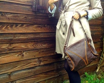 Satchel in brown leather, shoulder strap, made in France1970
