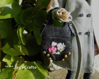 MOMOKO black felt handbag by Jing's Crafts