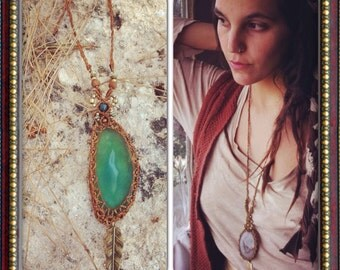 Agate macrame pendent necklace brass beads, hippie bohemian Gypsy Agate necklace