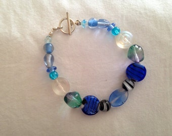 Sea bracelet with toggle closure