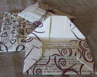 Envelopes made with vintage book pages, origami technique, no glue, just fold the paper.