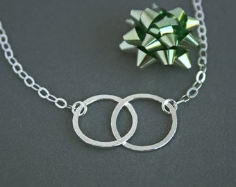 Interlocking Circle Necklace Pendants Charm Necklaces Mother Daughter Jewelry Mother Son Unique Silver Hammered Jewelry On Trending Jewelry