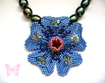 Tutorial Peyote Flower Pendant. Pattern to make a Tudor Rose in seed beads delicas bicones.