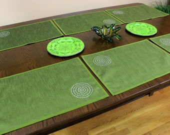 Shimmering Spiral Hand Embroidered Placemats, Set of 6 (Green)