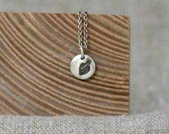 little leaf pebble pendant necklace