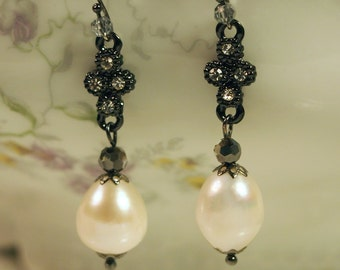 The Princess Sophie Earring (in black)