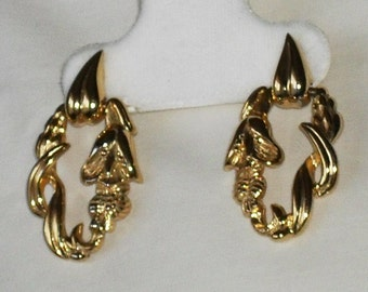 Amazing Vintage Signed MONET Gold Tone Floral Post Dangle Earrings