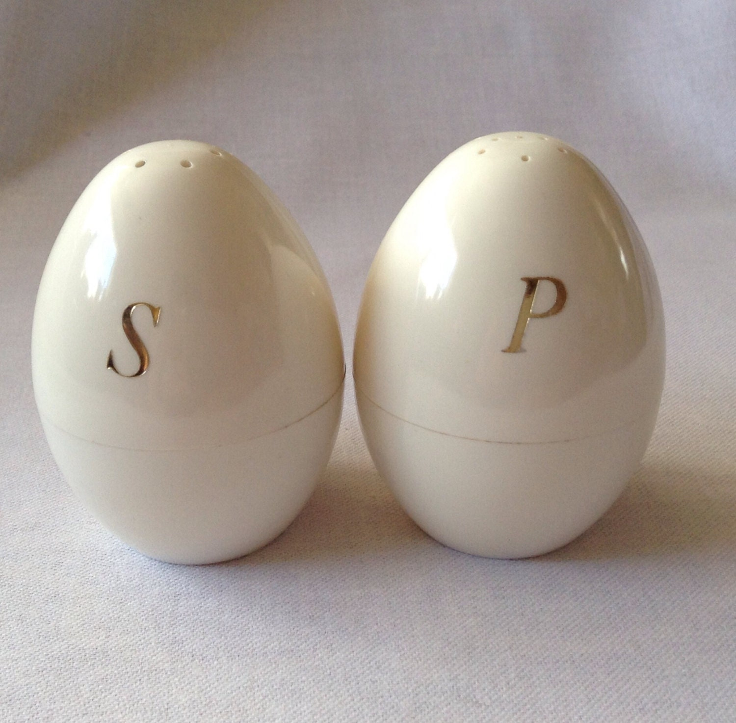 Vintage egg shaped salt and pepper shakers - Egg shaped salt and pepper shakers ...