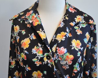Funky 70's wide collared button up dress