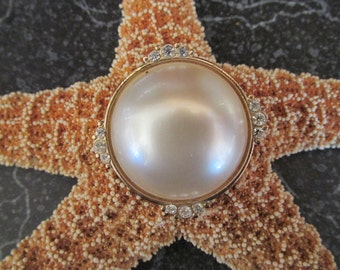 Faux Pearl and Rhinestones Circular Costume Brooch/Pin Gold Tone