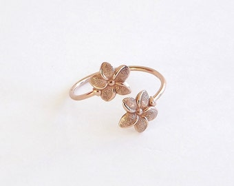 Flower Ring in Dainty Rose Gold