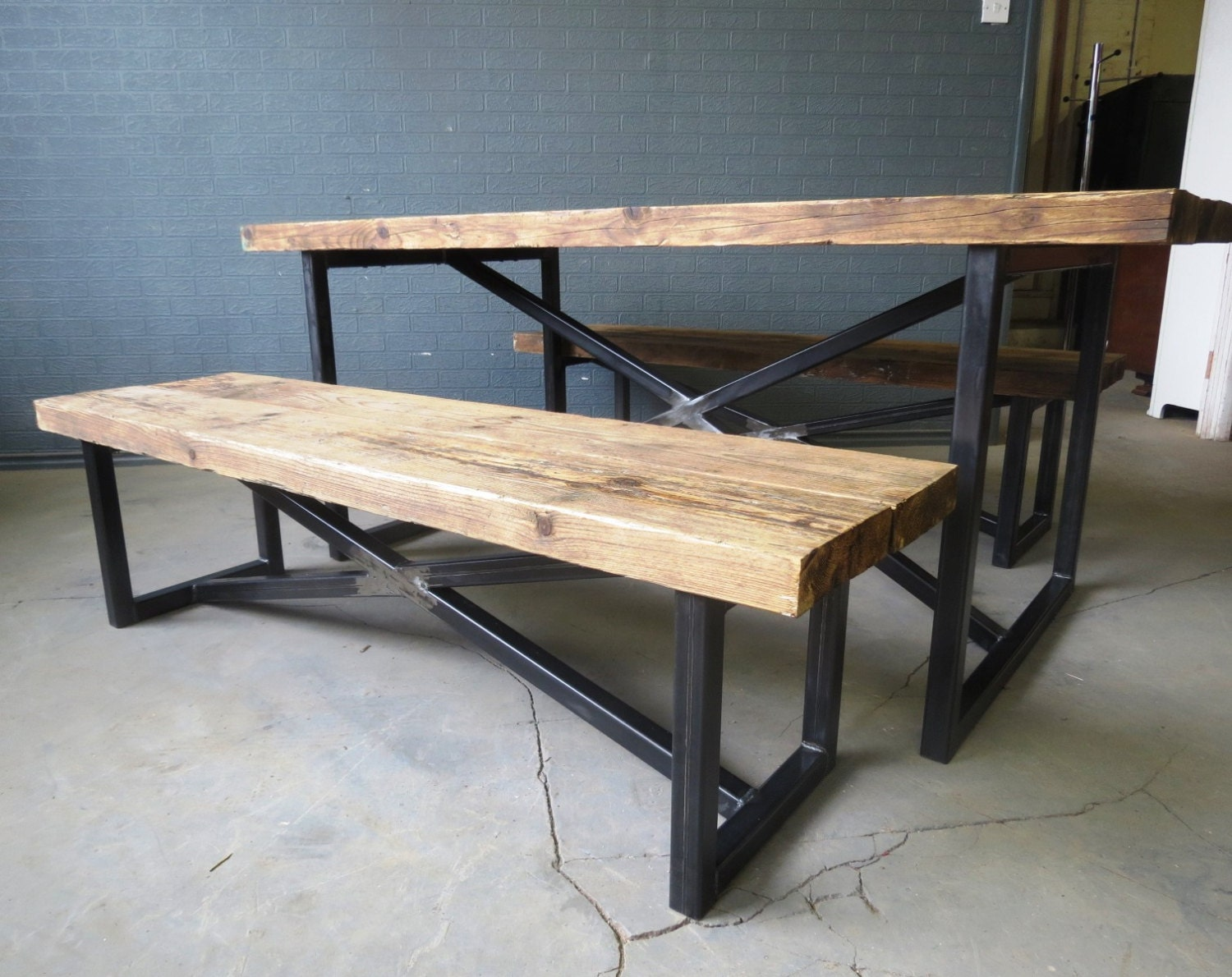 Reclaimed industrial chic x style 6 8 seater wood by - Table bois et metal industriel ...