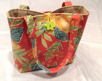 Pretty floral tote, a must have for summer.