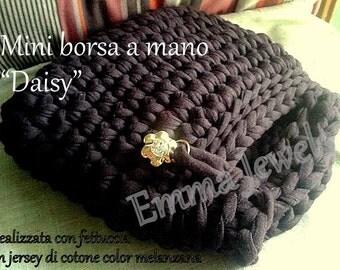 Daisy mini bag made of cotton ribbon.