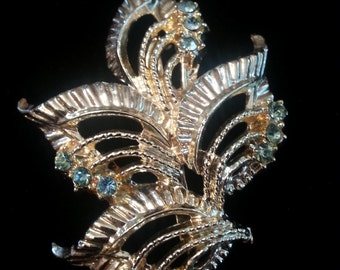 Vintage Gold Tone Leaf Brooch Accented With Simulated Aquamarine