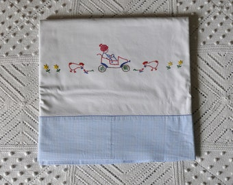 LARGE sheet flat old vintage embroidered with the childish reasons... more idea couture!