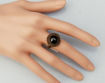 Silver Vintage design ring with fine Onyx gem.
