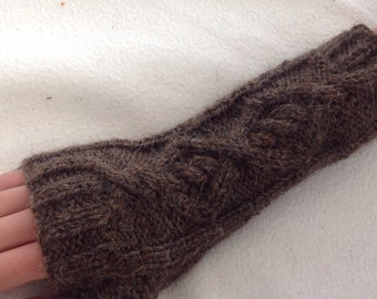 Outlander inspired cable knit brown Aran fingerless gloves 'Castle Leoch' mollymixtures mollymixtures2014
