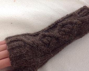 Outlander inspired cable knit brown Aran fingerless gloves 'Castle Leoch' mollymixtures mollymixtures2014