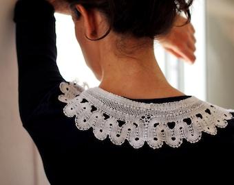 Retro style Russian bobbin lace collar
