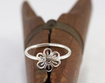 Flower ring , filigree flower ring , silver flower ring ,  Sterling silver Nickel free ring ,  Delicate ring , daisy ring