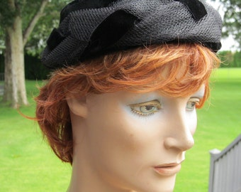 1950s Classic Little Black Hat - Velvet and Net Twist