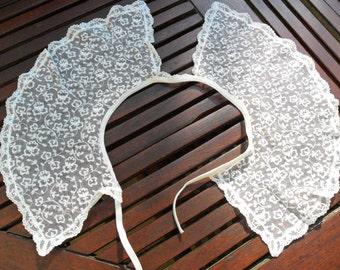 Antique Design, Ivory Lace Collar, Large Size. AR2002
