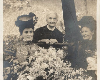 vintage photo 3 Generations Women Large Floral Bouquet Big Hat Lady Eerie Eyes