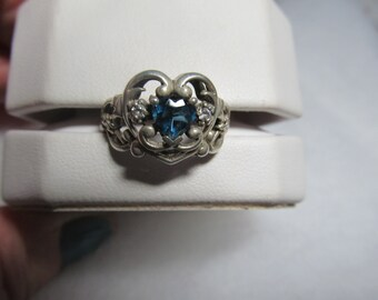 Silver ring 925 very pretty blue stone and two rinestones on side